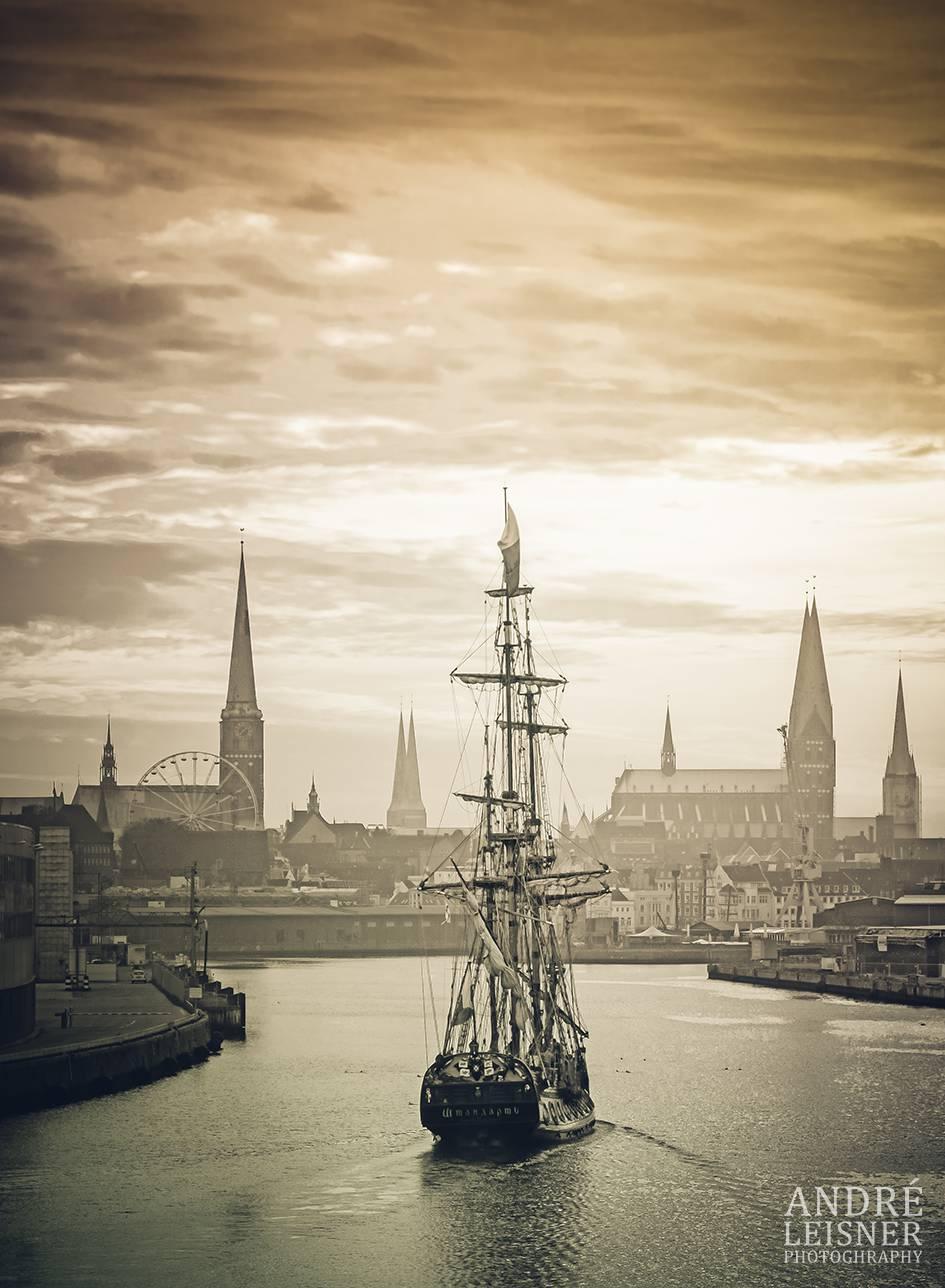 Einlauf Segelschiff nach Lübeck