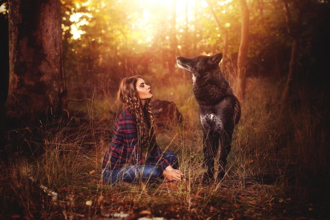 Verbundenheit - Frau mit Wolf