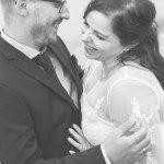 Zusammen lachen beim Hochzeitsshooting