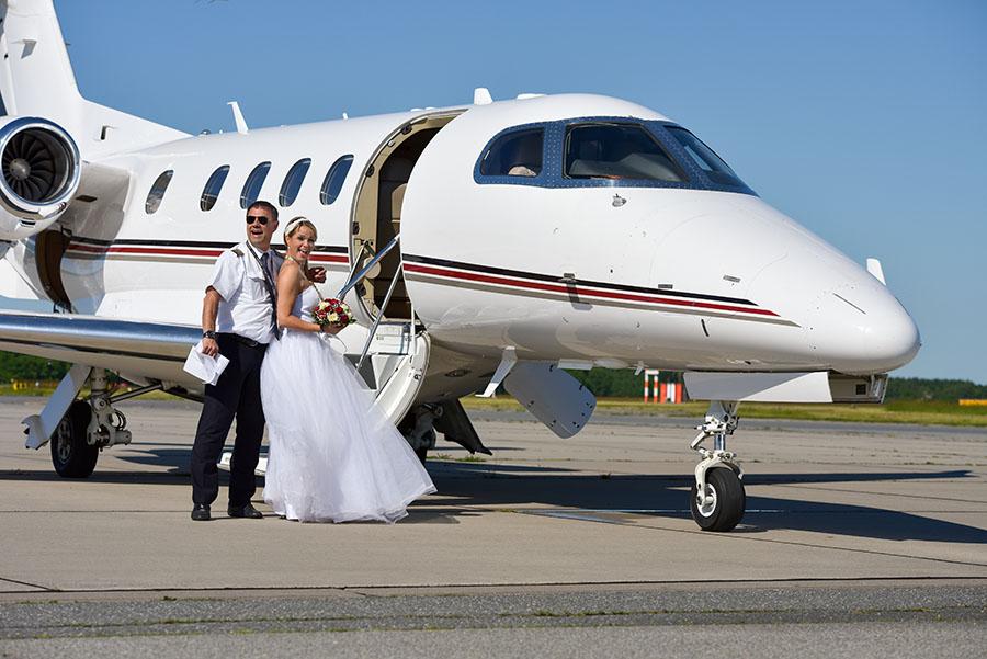 Flughafen Lübeck Hochzeitskleid Shooting