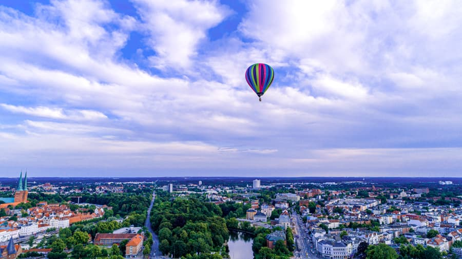 Heißluftballon über Lübeck
