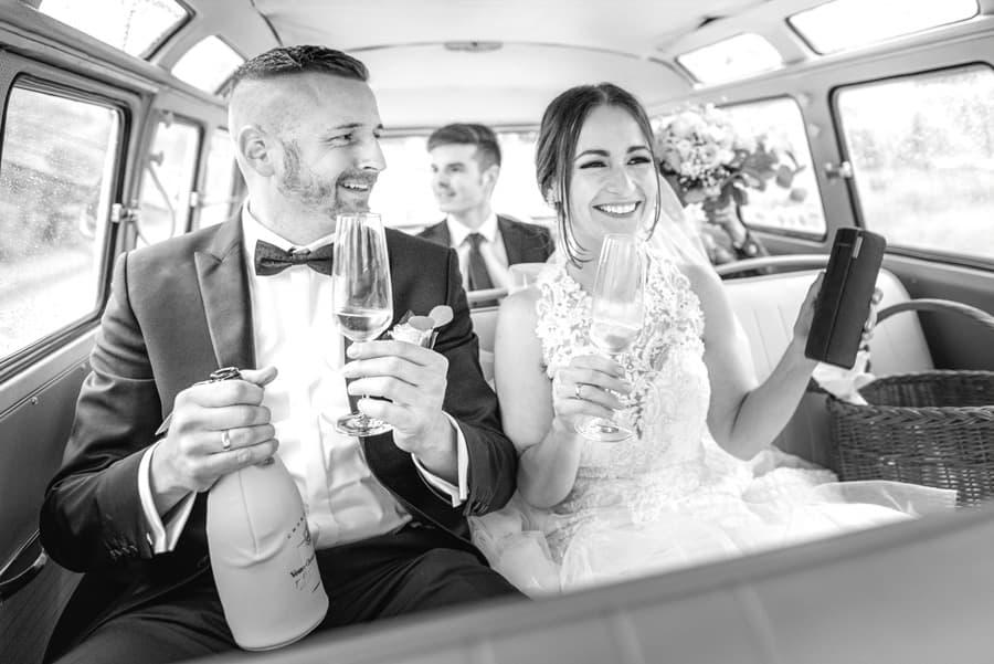 Im Bulli ein Hochzeitsshooting