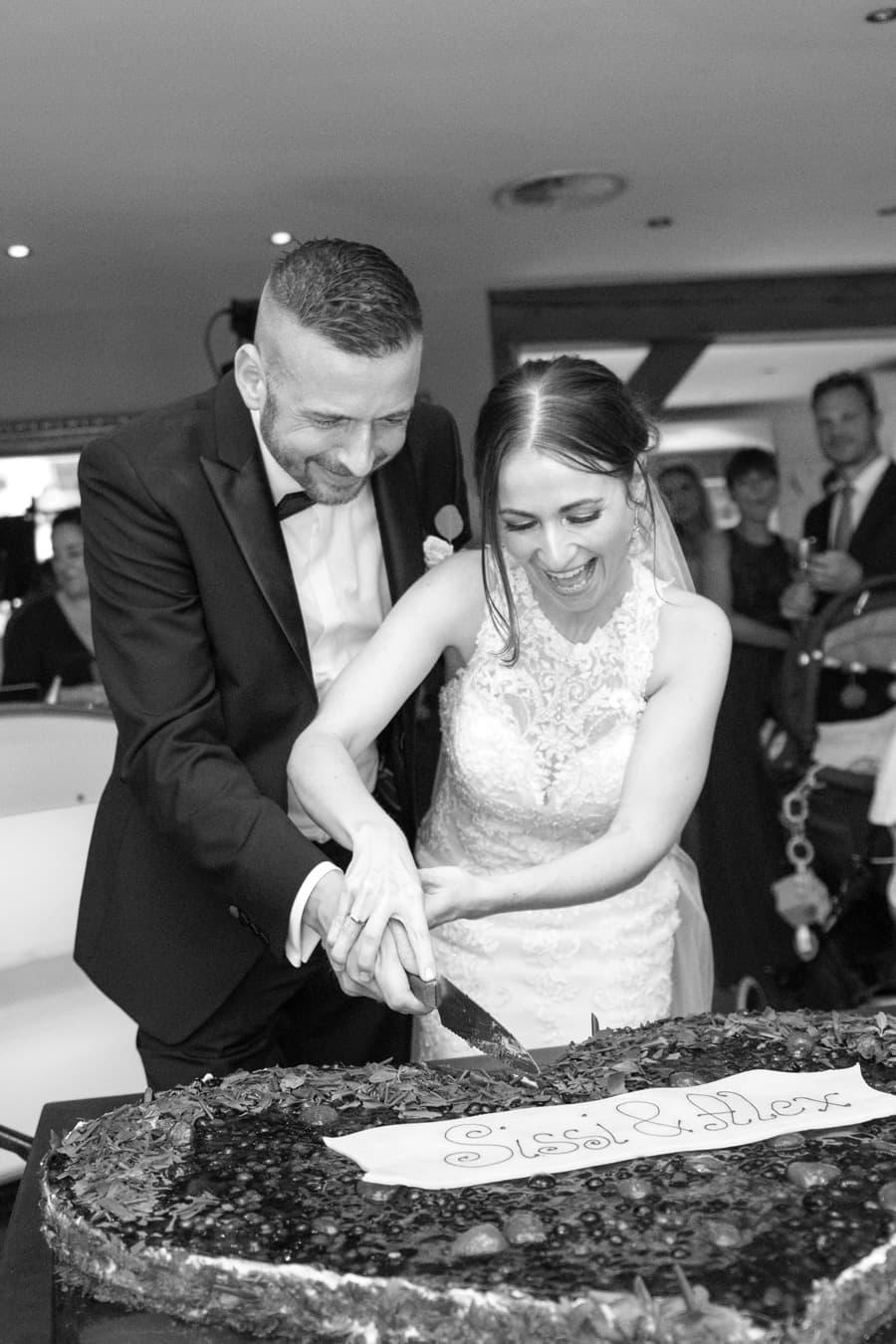 Hochzeit - Hochzeitstorte anschneiden