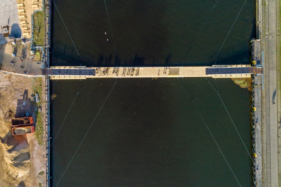 Top-Down auf Brückenschlag