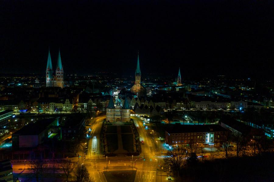 Lübecker Skyline bei Nacht