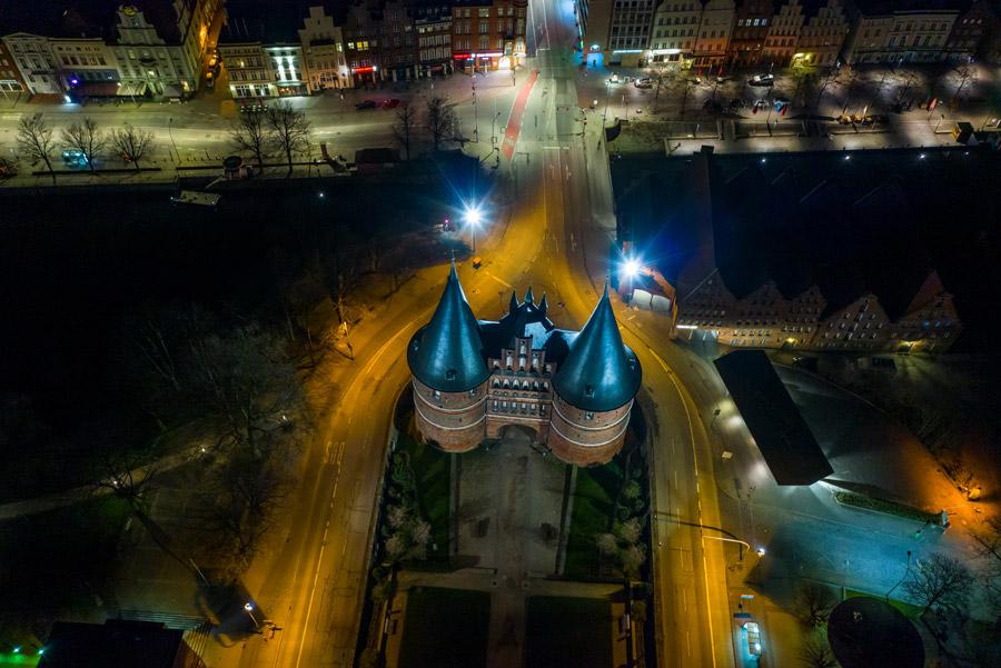 Nachtaufnahmen einer Drohne