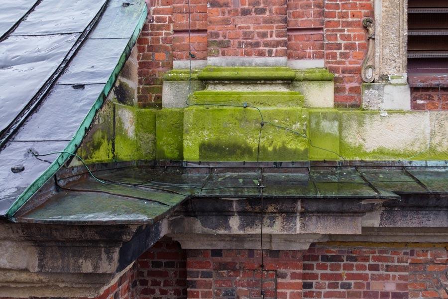 Inspektion einer Fassade mit einer Drohne